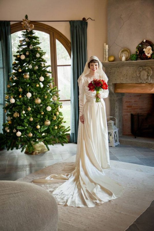 Christmas bride by the Christmas tree