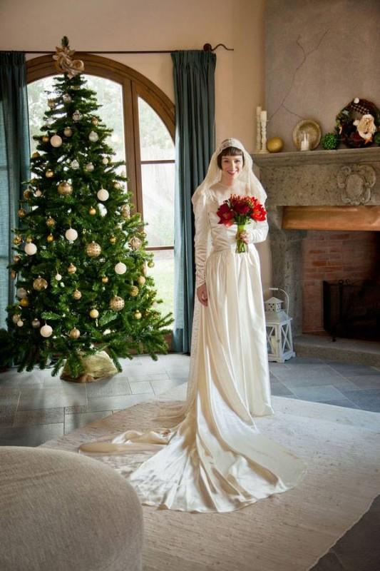 Christmas bride by the Christmas tree