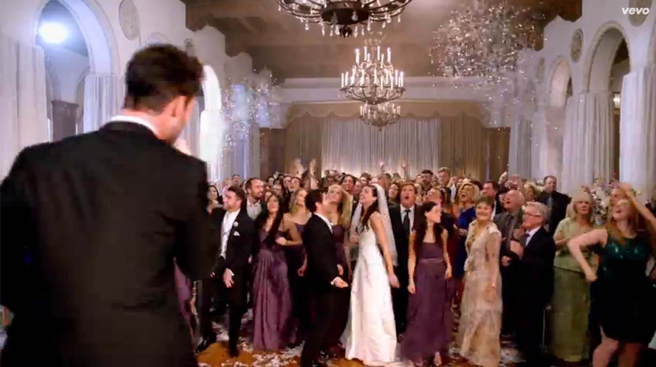 Adam Levine crashes wedding