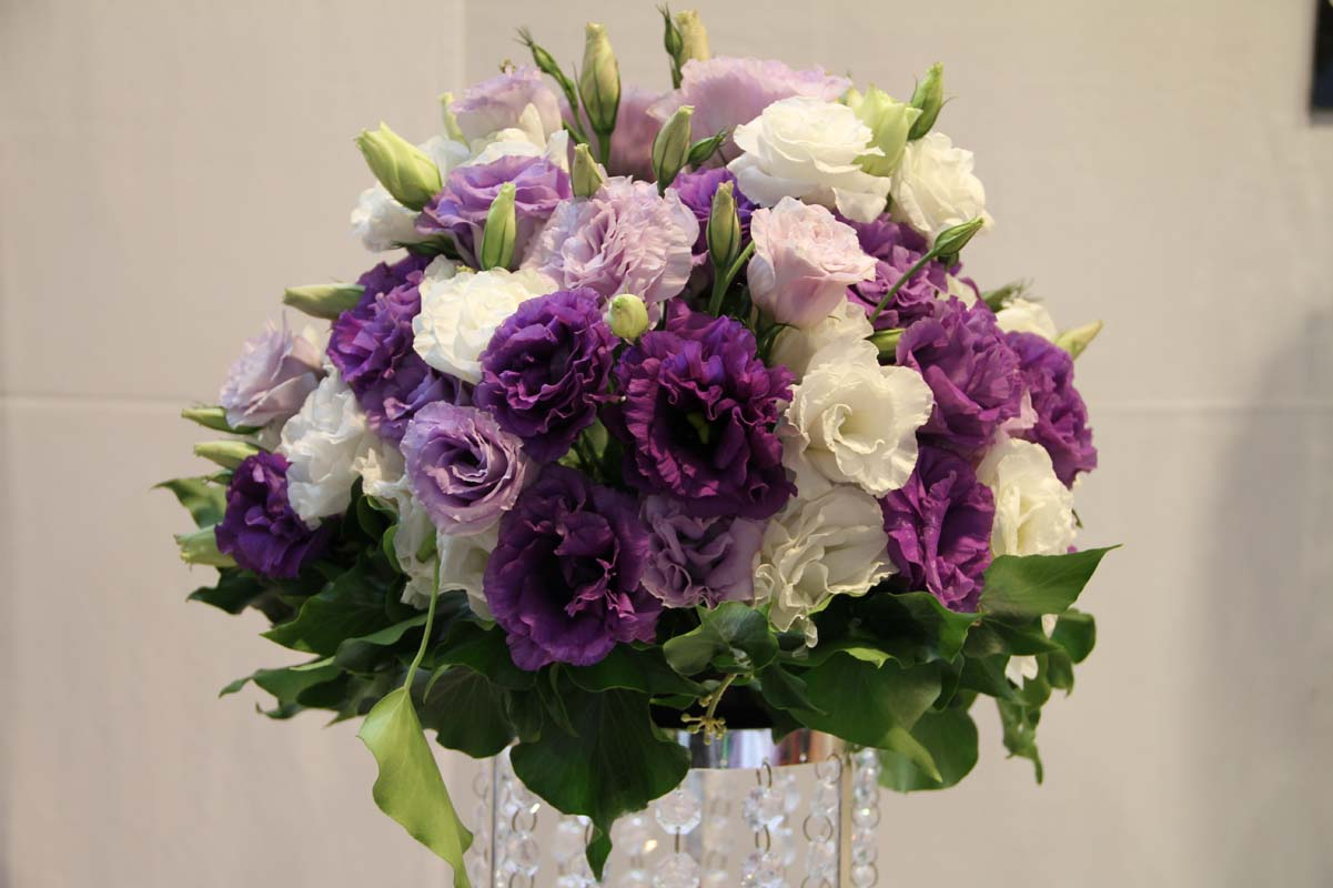 Expo Trends What S Hot In Wedding Flowers Easy Weddings Blog