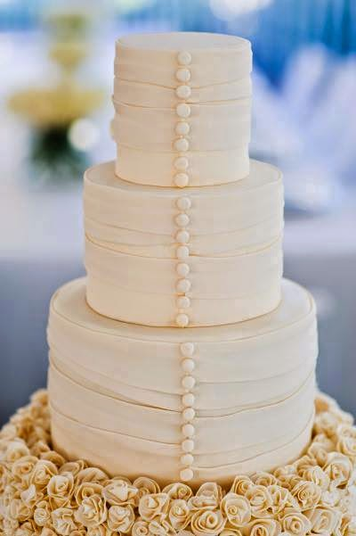 interesting wedding cake styling
