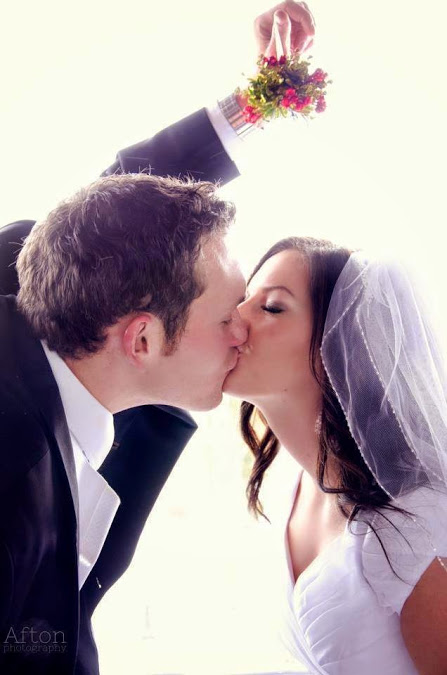 Under the mistletoe wedding kiss