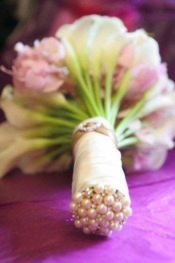 Wedding bouquet with beaded stems