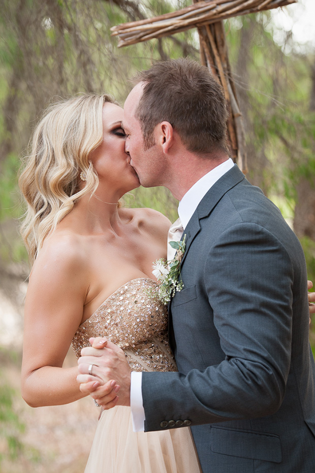 Chelsea_Shannon_Rustic-Wedding_022