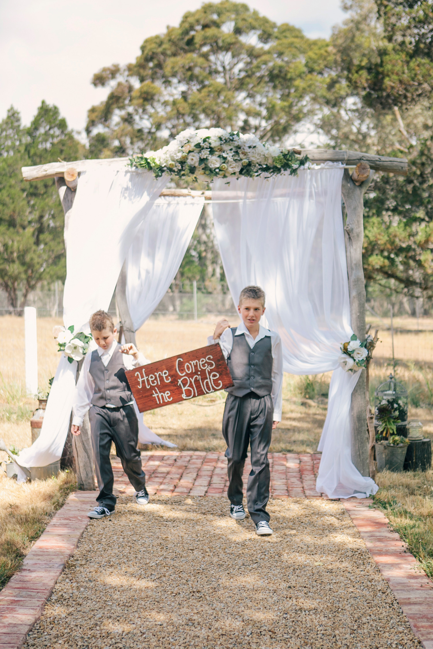 Jane_Chris_Vintage-Rustic-Wedding_016