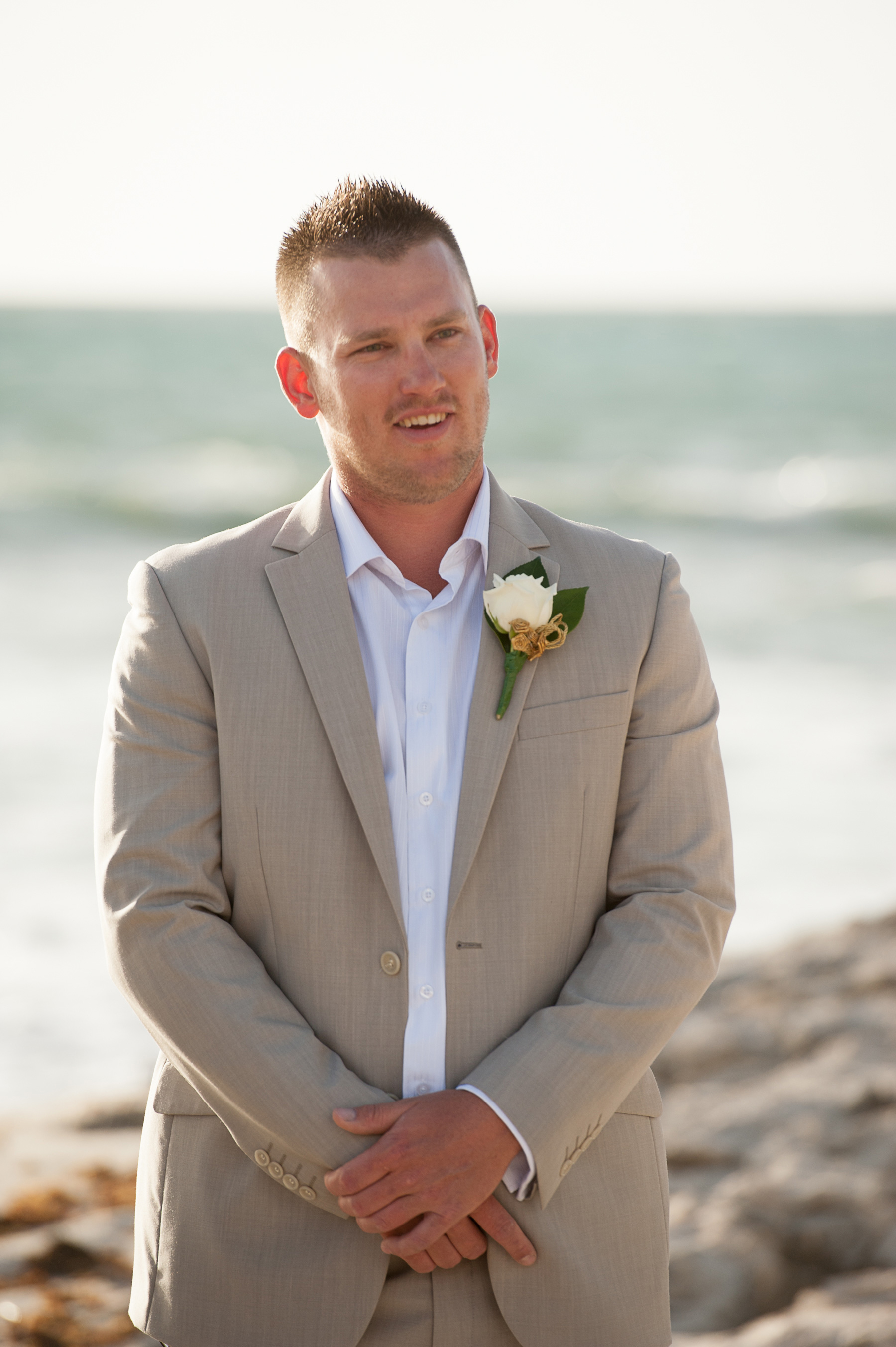Kayla_John_Beach-Wedding_008