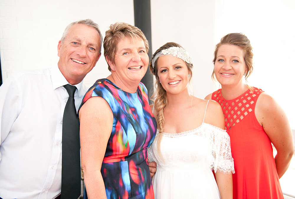 Tahnee_Trav_Beach-Wedding_013