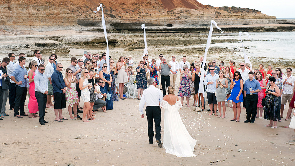 Tahnee_Trav_Beach-Wedding_017