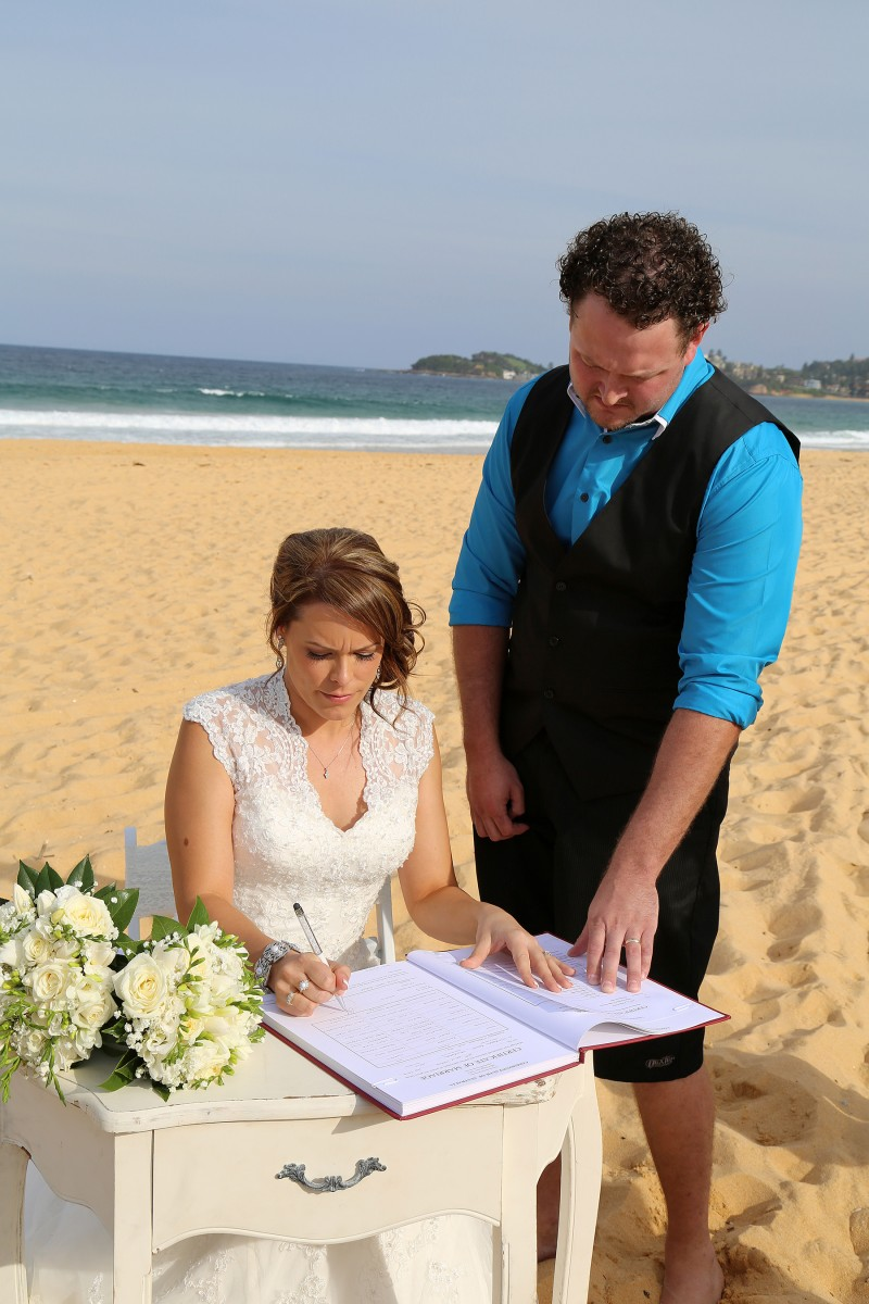 Catherine_Grant_Beach-Wedding_004
