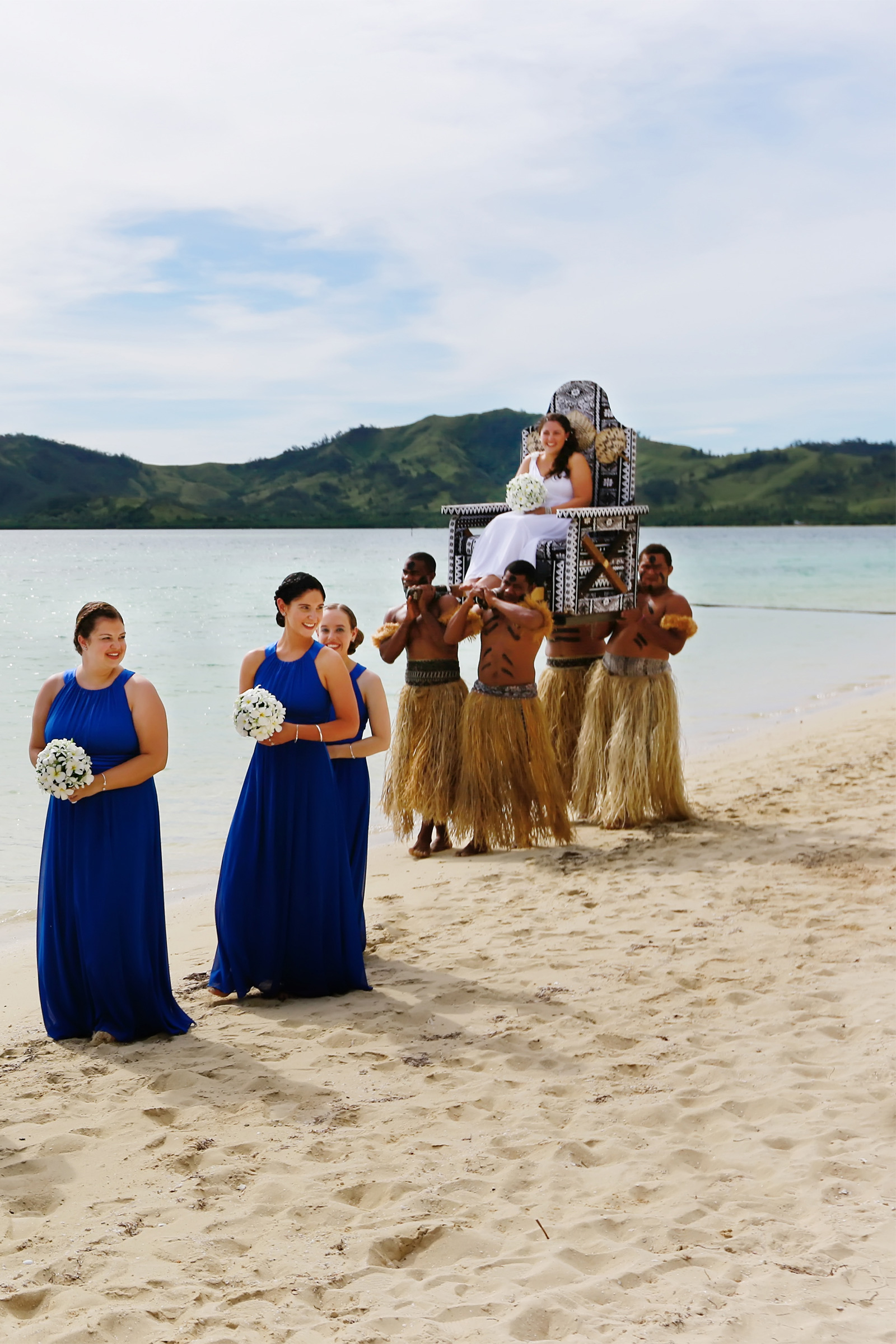simply love  chantelle  u0026 ben marry in fiji at beach wedding