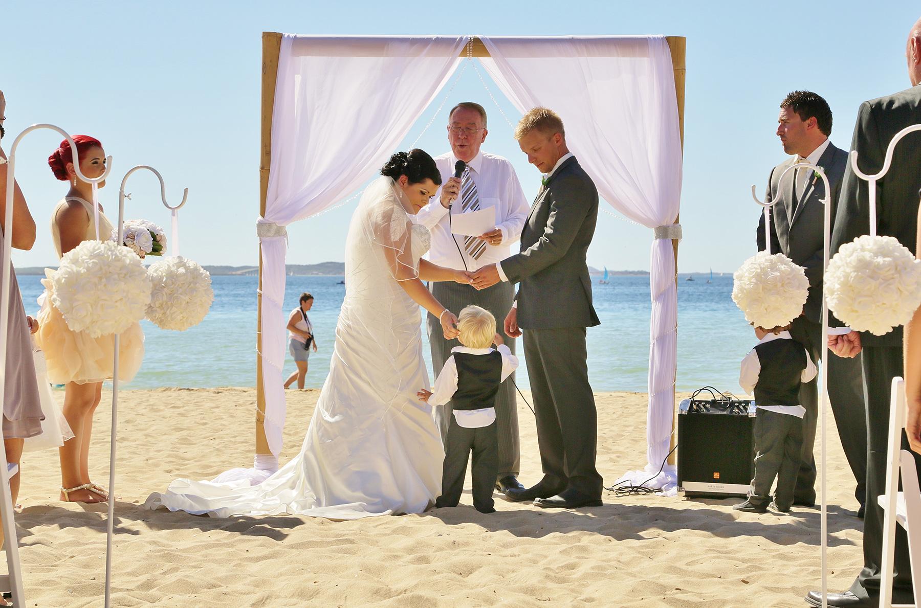 Kim_James_Beach-Wedding_005