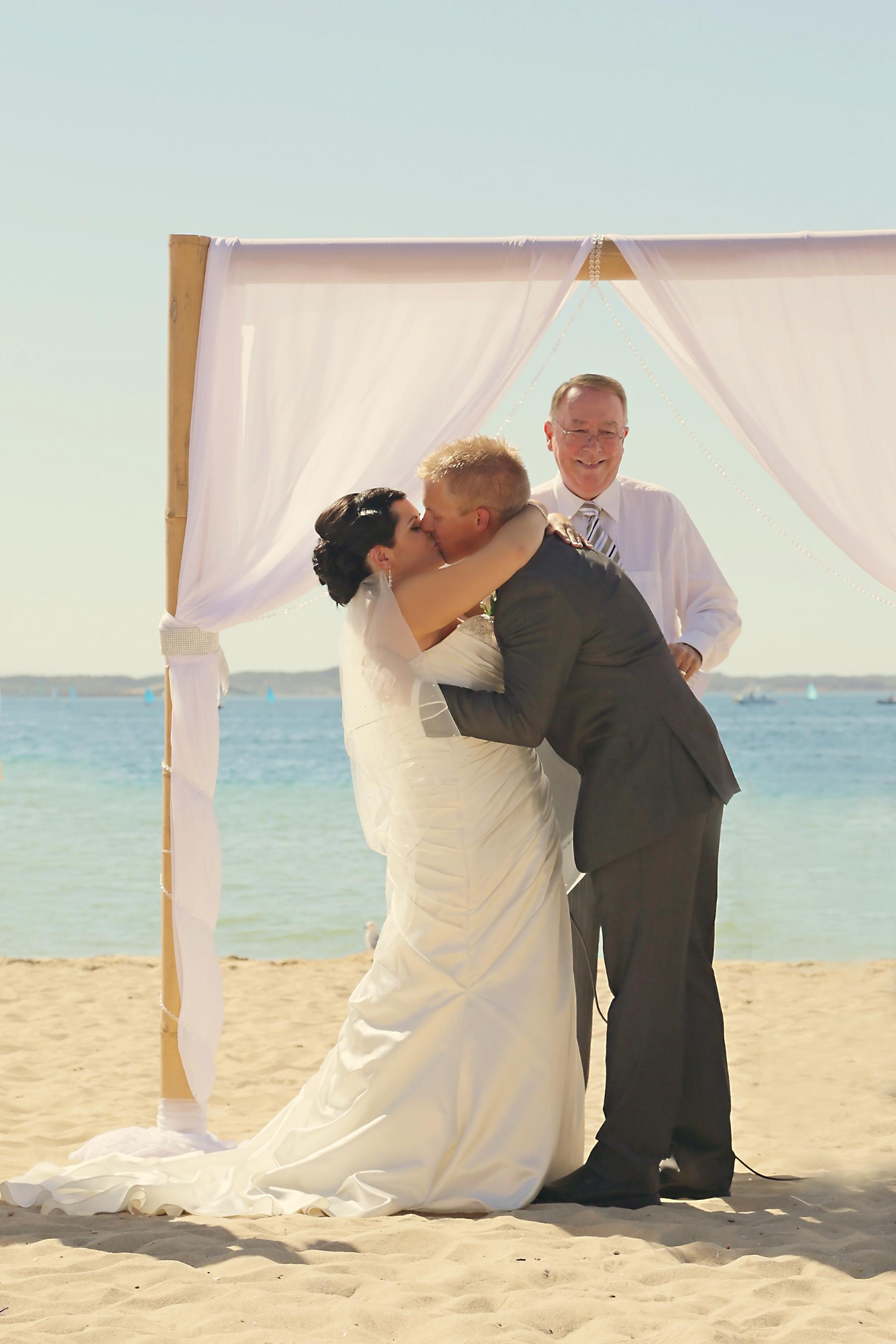 Kim_James_Beach-Wedding_007