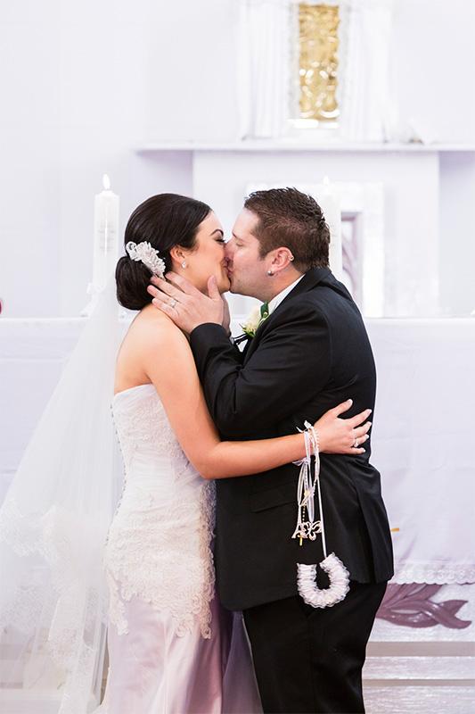 Carla_Anthony_Romantic-Vintage-Wedding_SBS_011