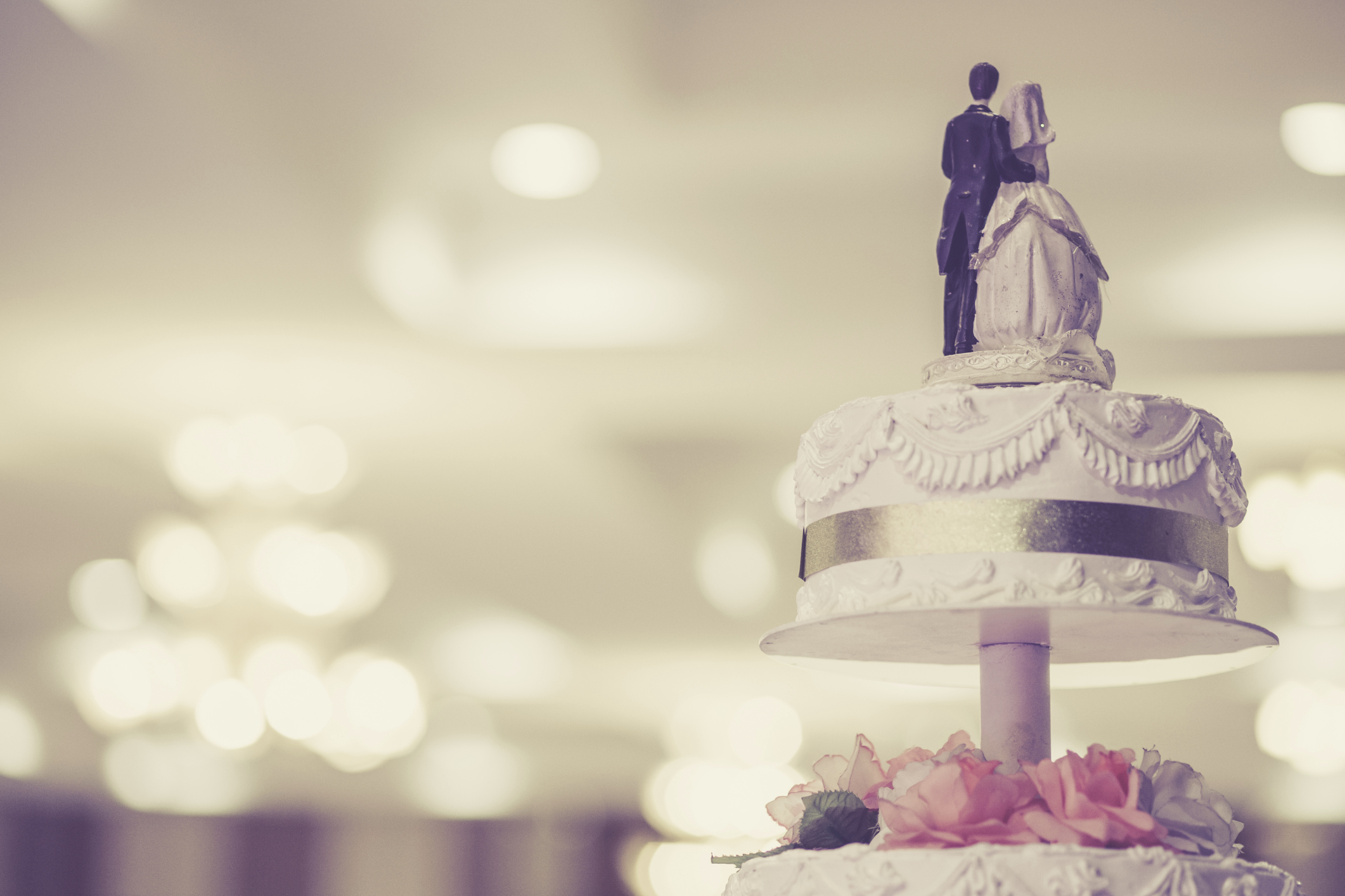 Wedding cake toppers articles easy weddings wedding cake toppers solutioingenieria Image collections