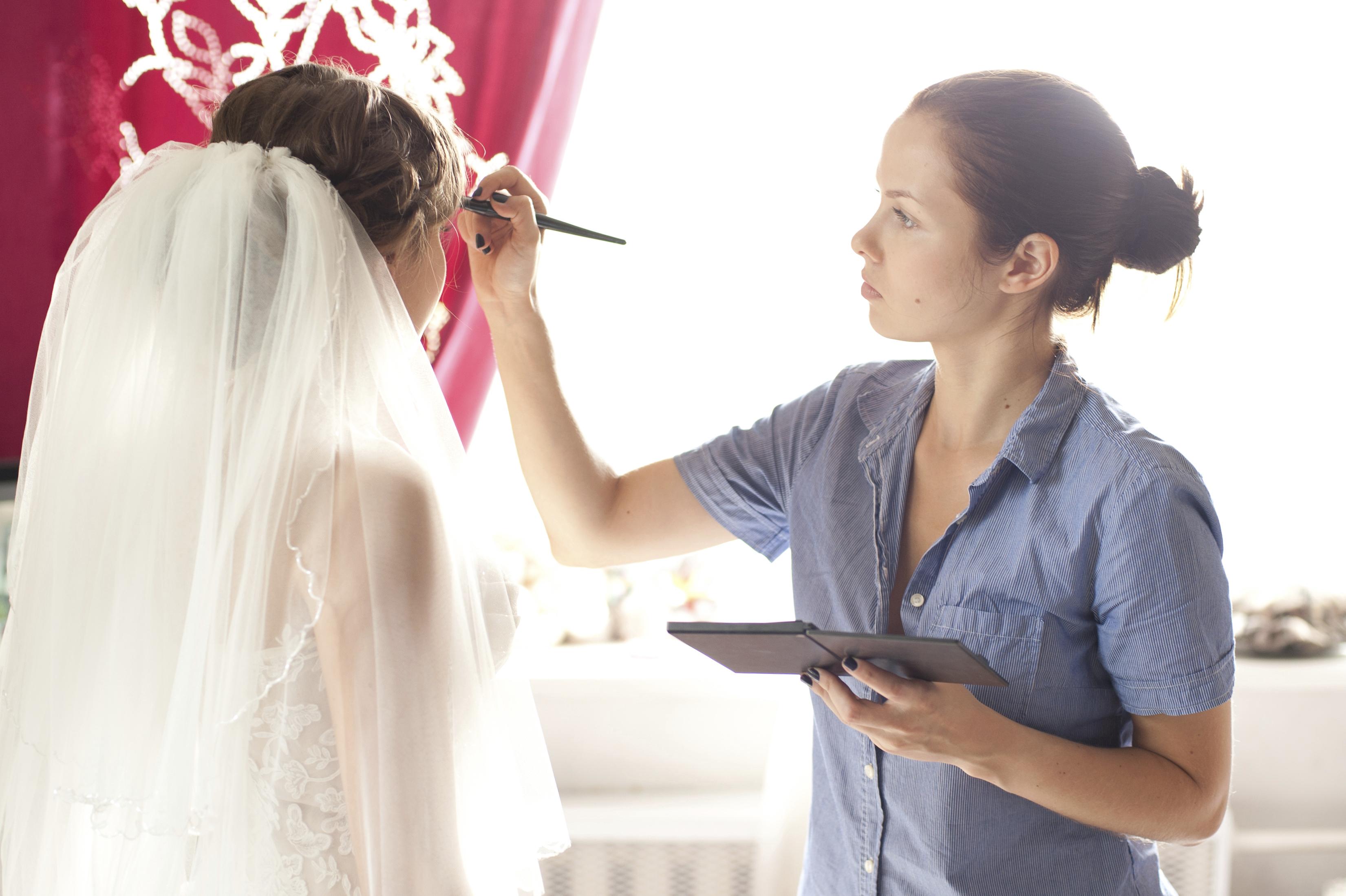 Bridal makeup artist - Articles - Easy Weddings