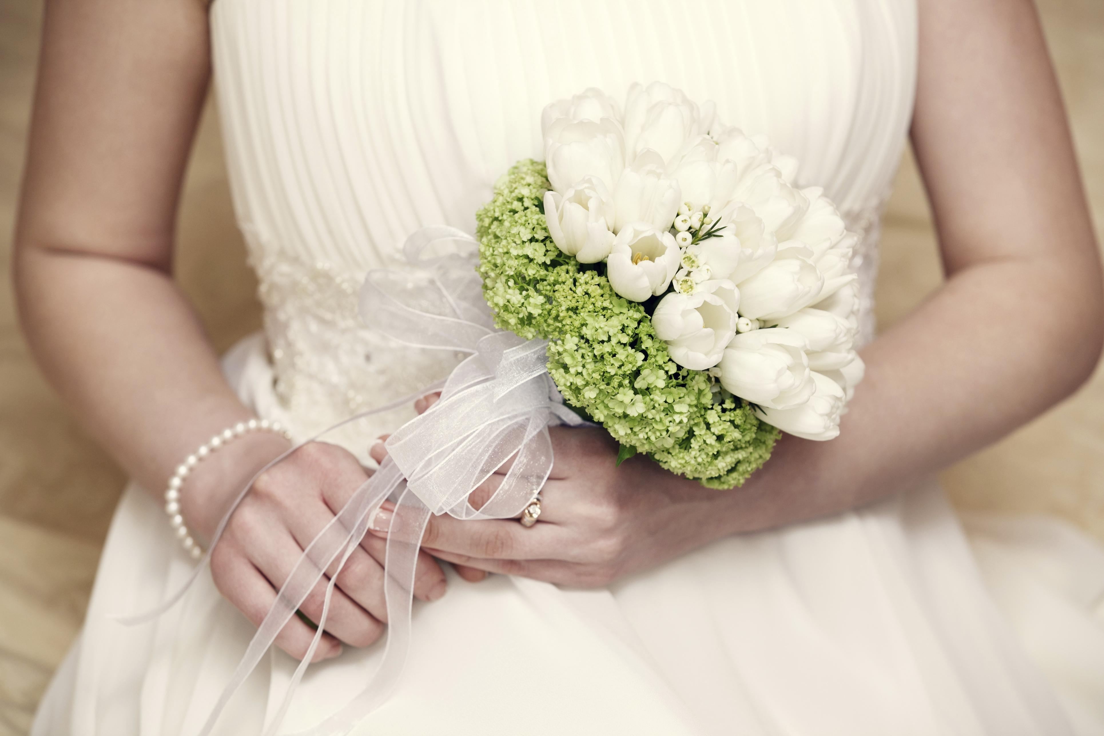 White Themed Weddings - White Wedding Ideas - Easy Weddings