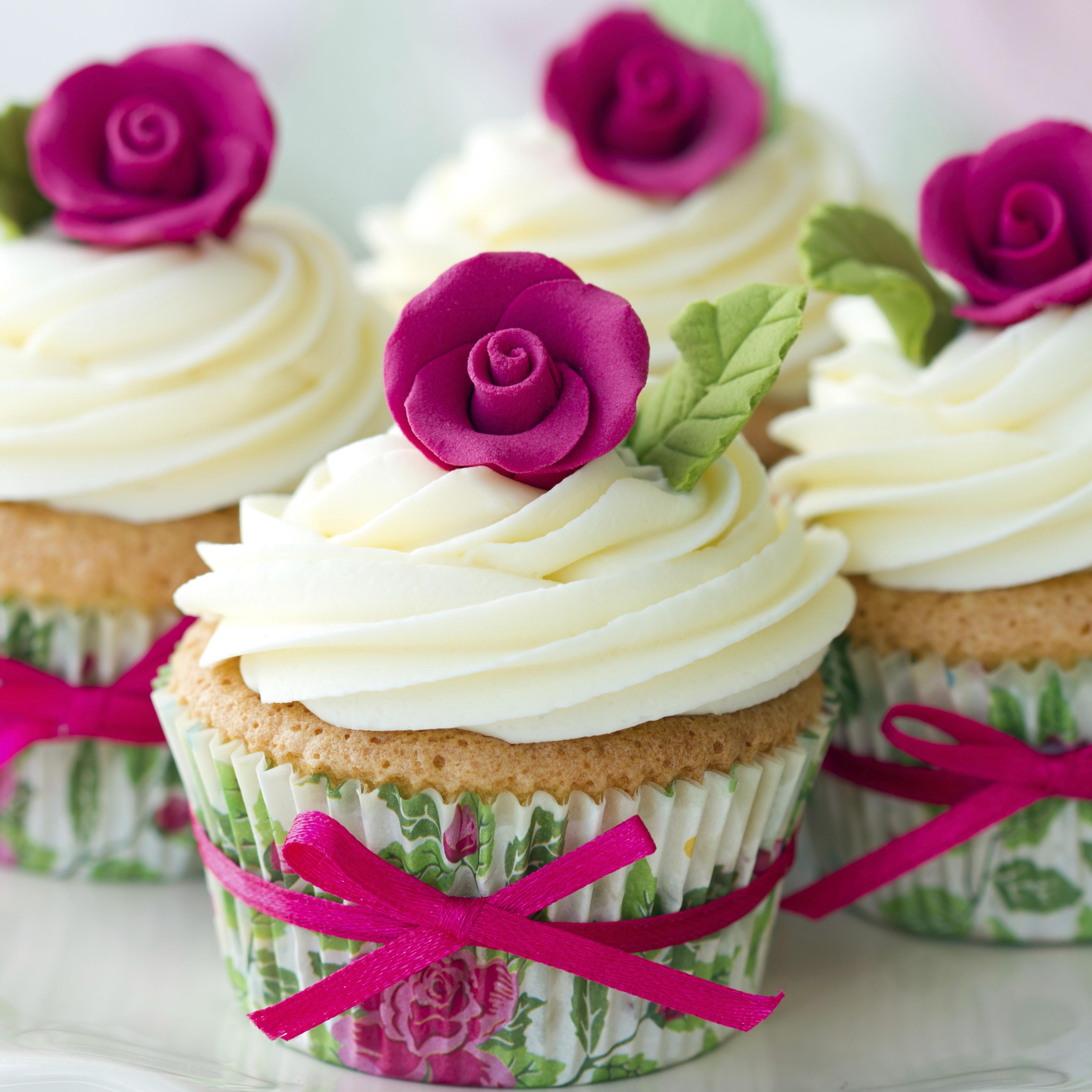 Three types of wedding cake icing Easy Weddings UK Easy Weddings