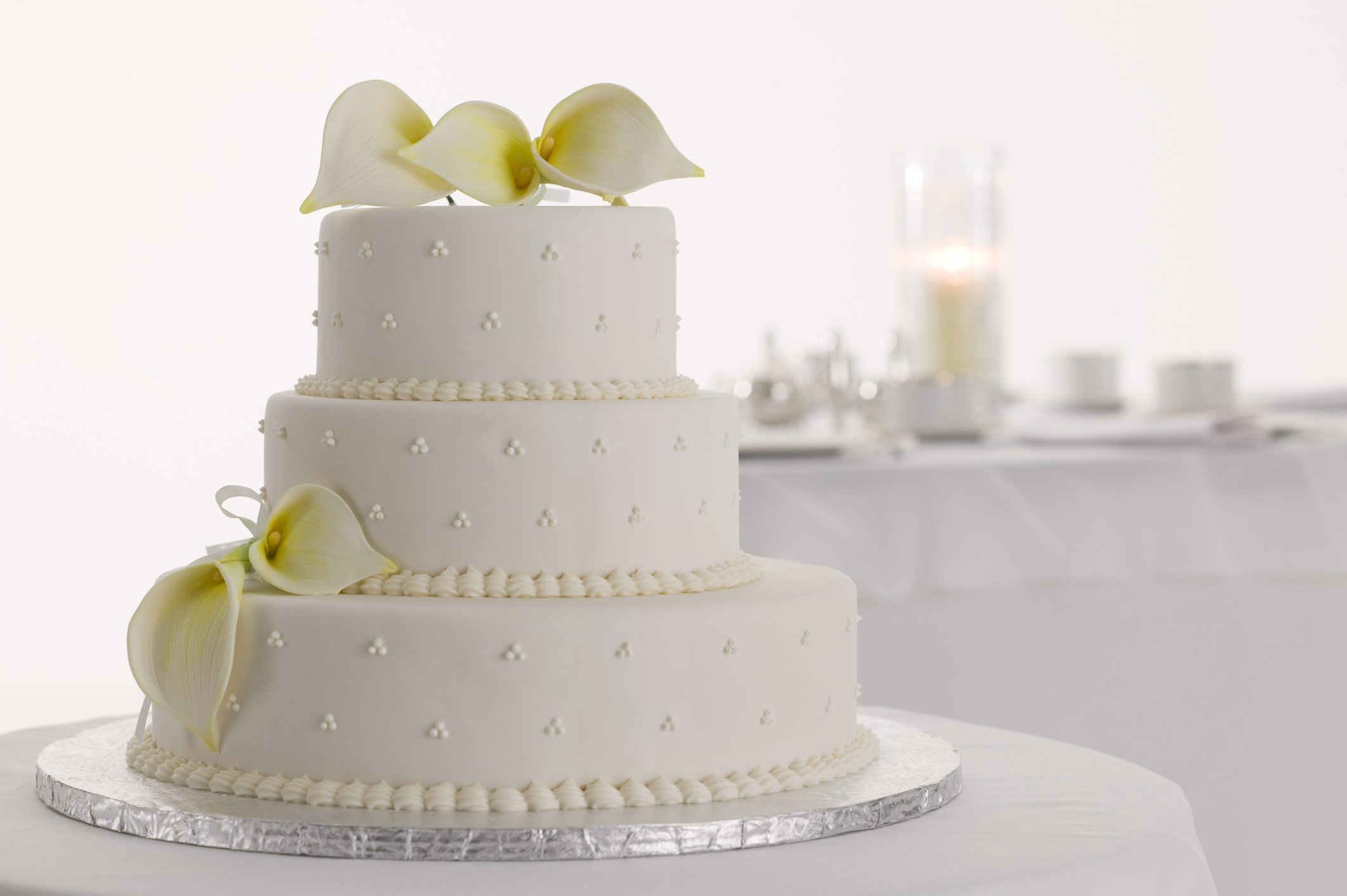 White wedding cakes - Articles - Easy Weddings