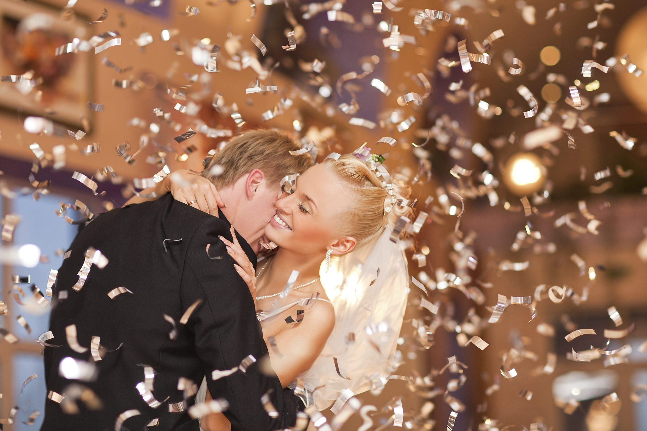 Throwing rice and confetti - Articles - Easy Weddings