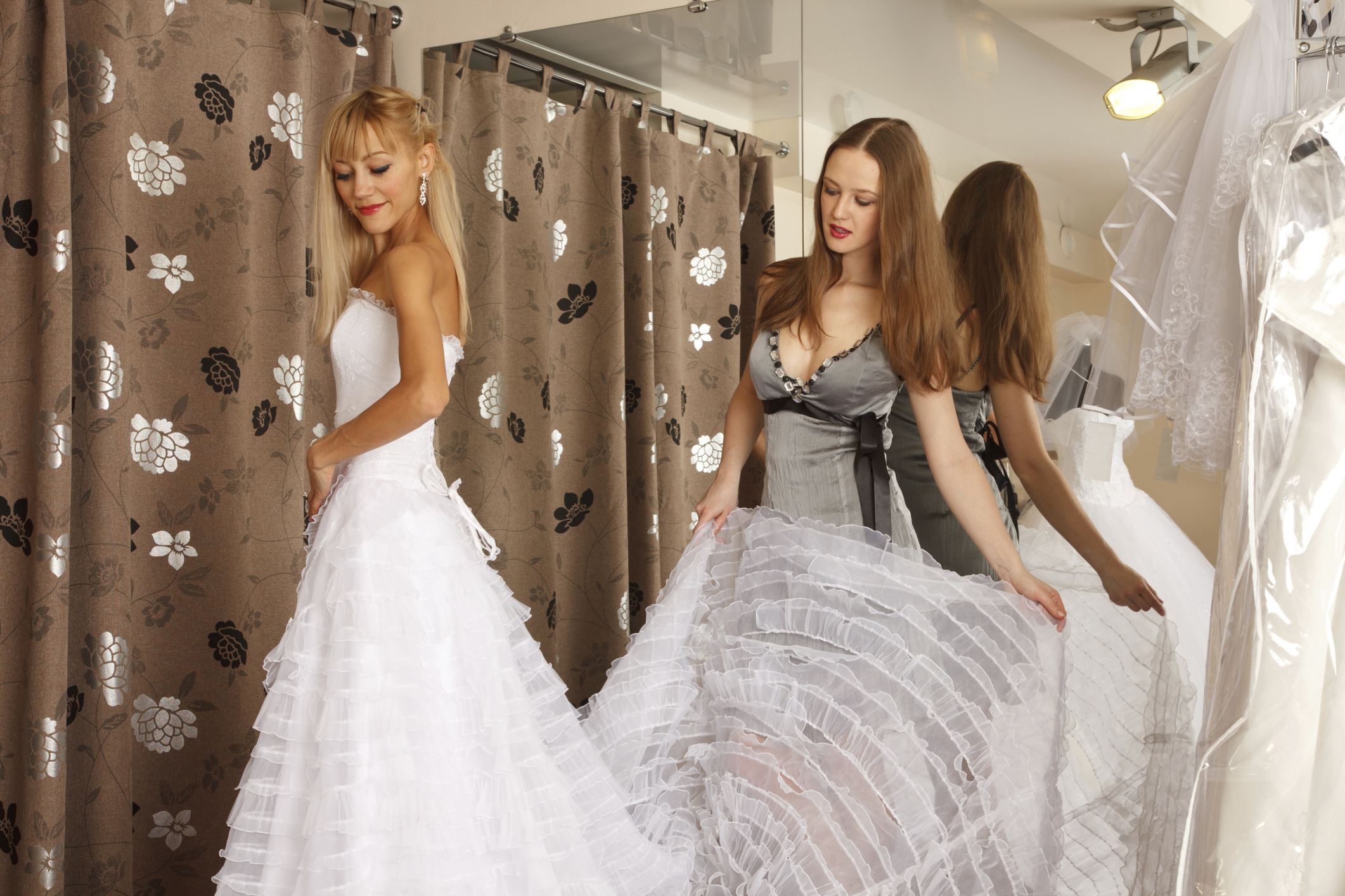 final fittings for your wedding dress - articles - easy weddings