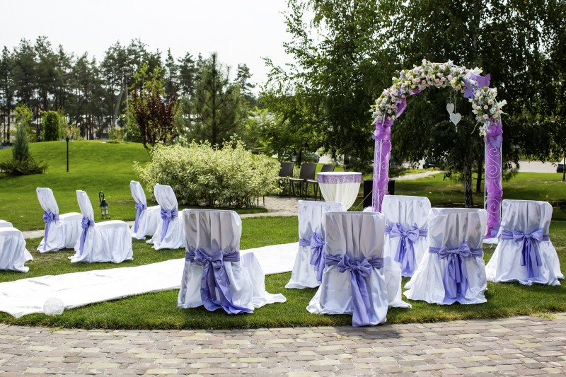 Pros And Cons Of Outdoor Wedding Venues: Why To Consider Small Wedding Venues