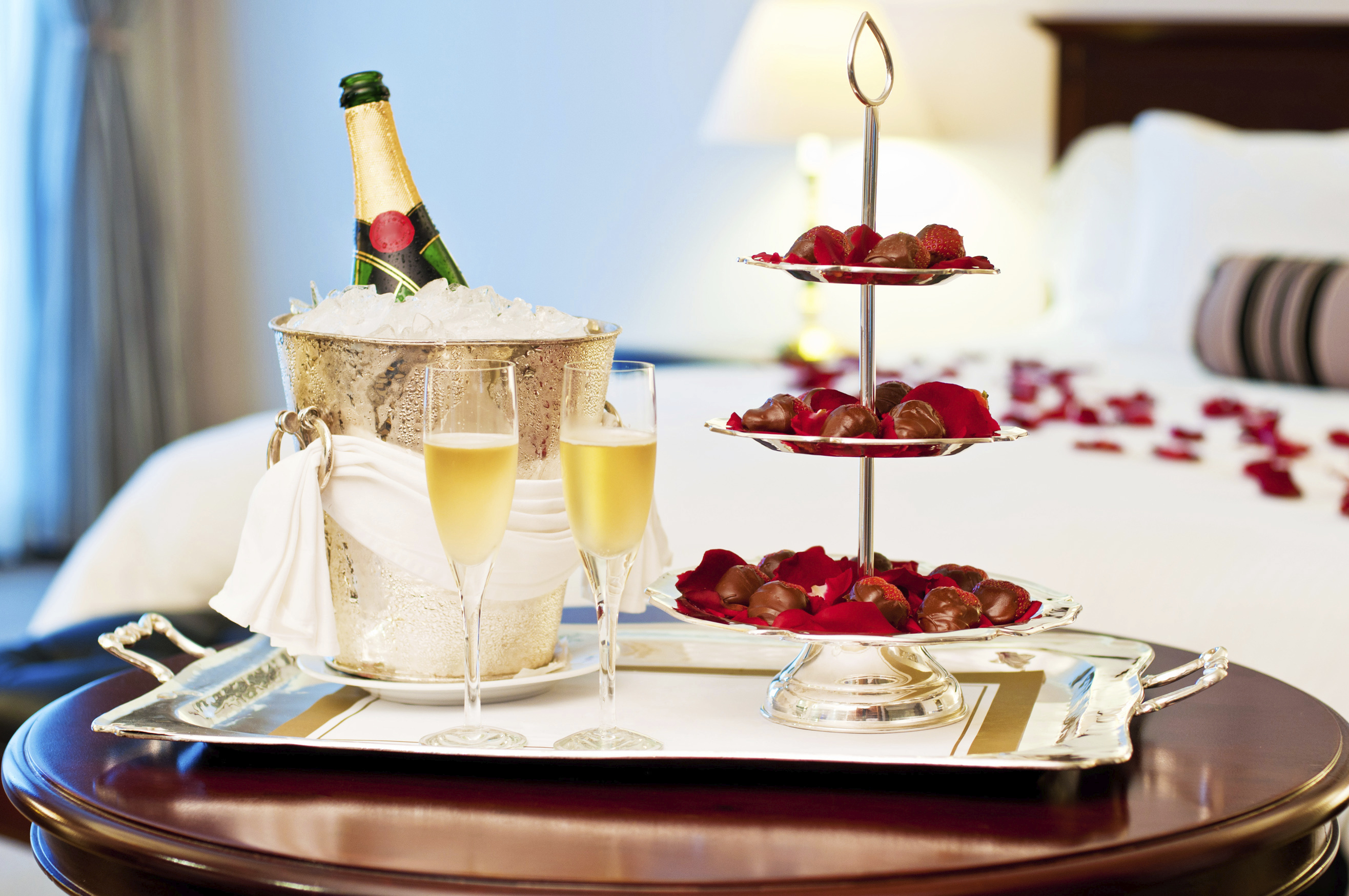 Do i need to book a honeymoon suite articles easy - Romantic decorations for hotel rooms ...