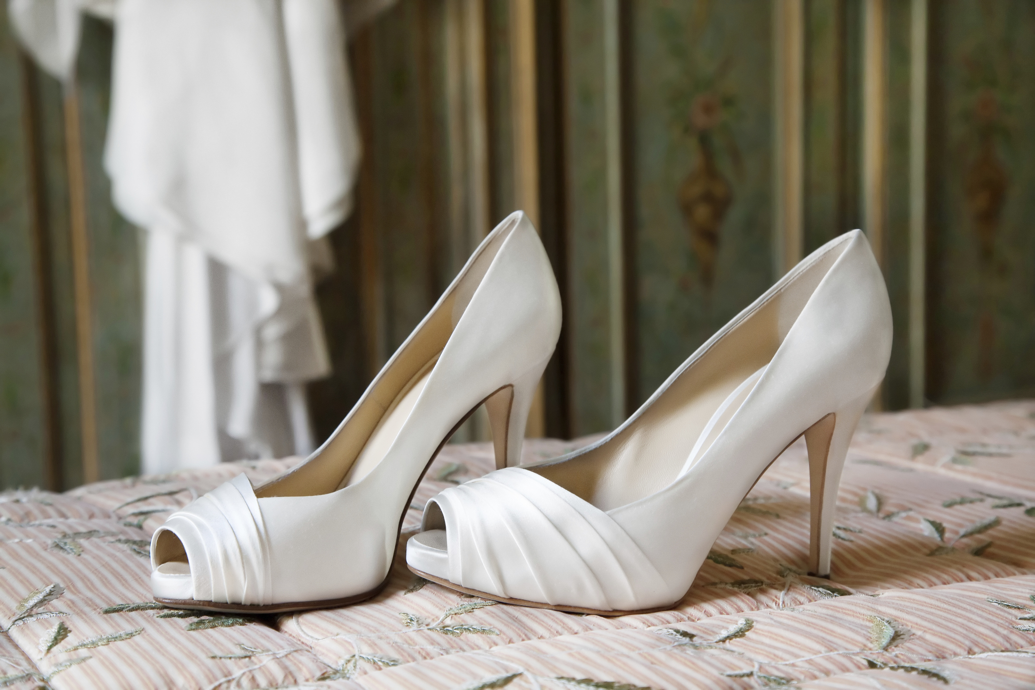 edb02fbab9c8 White wedding shoes - Articles - Easy Weddings