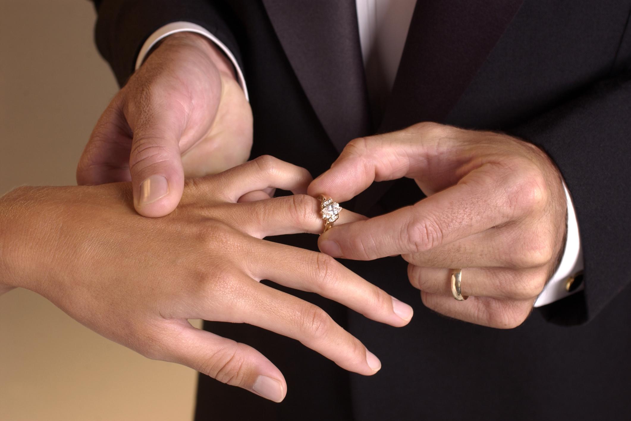 Engagement rings and wedding rings Articles Easy Weddings